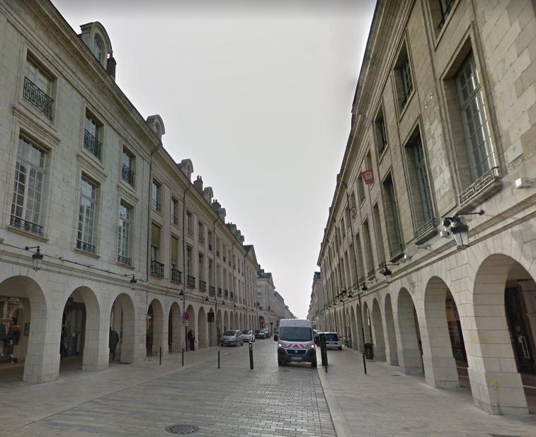 https://medias.businessimmo.com/default/0002/37/136562/rue-royale-orle-ans_admin.jpg